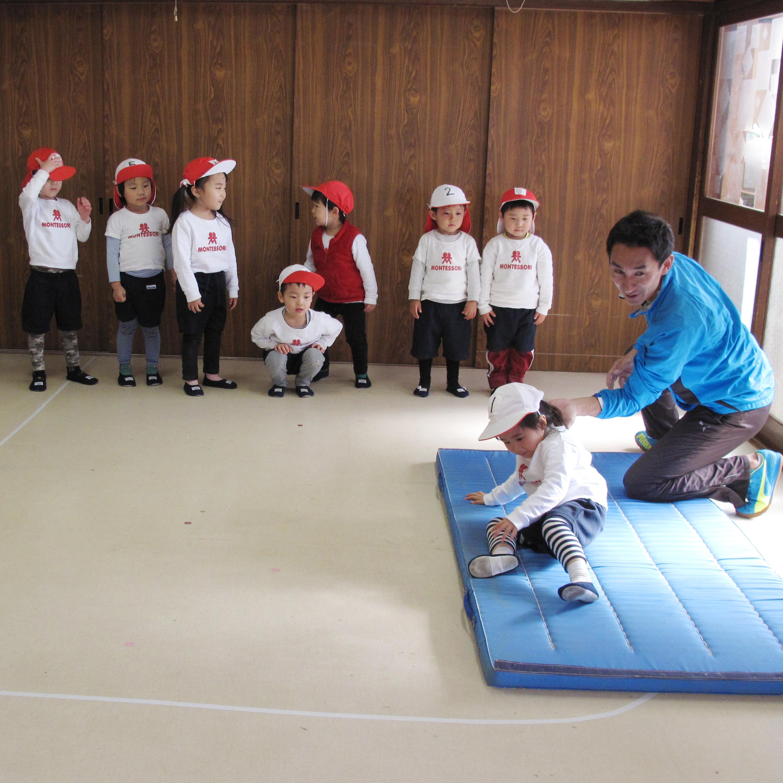 体育専任講師による年齢別体育指導